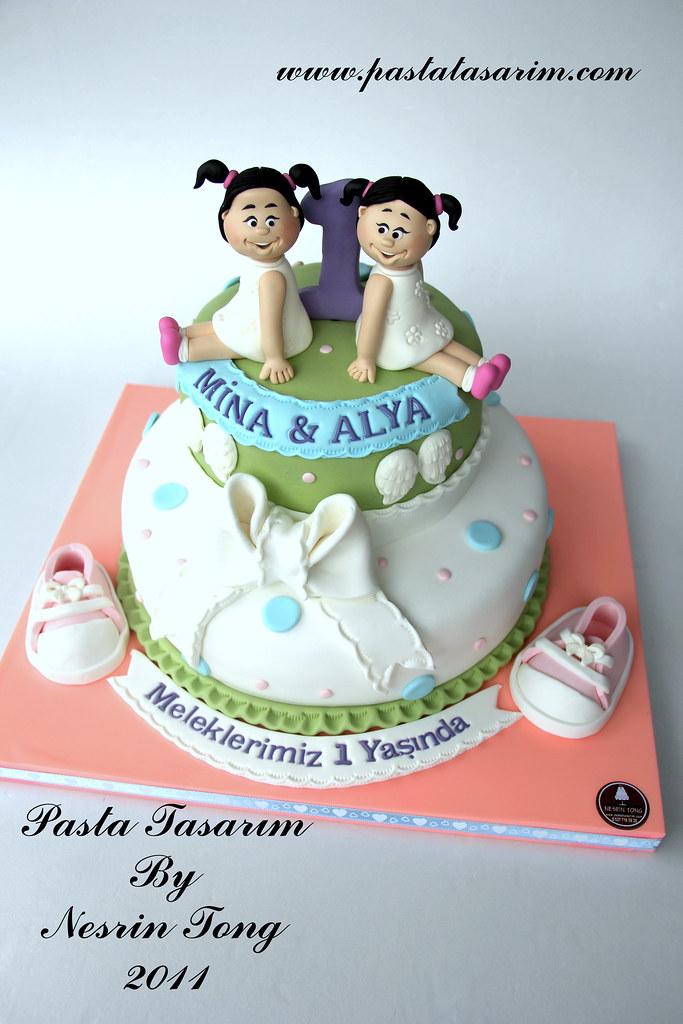 Twins 1st Birthday Cake Mina Amp Alya Www Pastatasarim Com