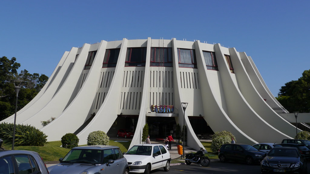 Funchal casino con u par l 39 architecte br silien oscar for Architecte bresilien
