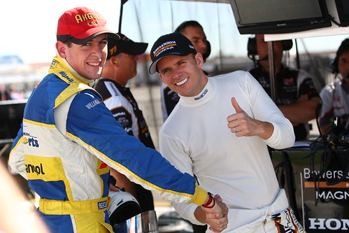 Duarte Ferreira shakes hands with Dan Wheldon | by IndyCar Series