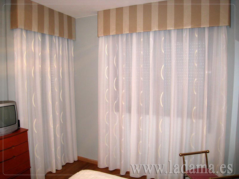 Decoraci n para dormitorios cl sicos cortinas con dobles for Ver cortinas de salon comedor