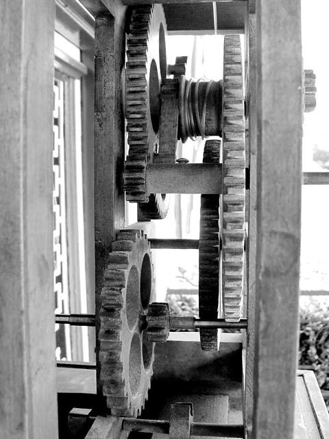 how to make a wooden clock mechanism