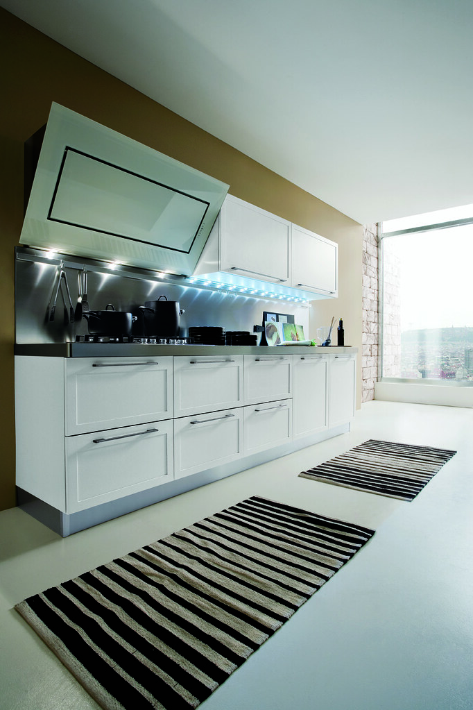 Cucina moderna in rovere laccato bianco e weng cucina - Cucina laccato bianco ...