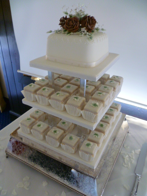 how to make fondant fancy wedding cake fondant fancy wedding cake square rich fruit wedding 15934
