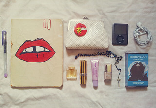 what's in my bag (ii) | by gwen elle