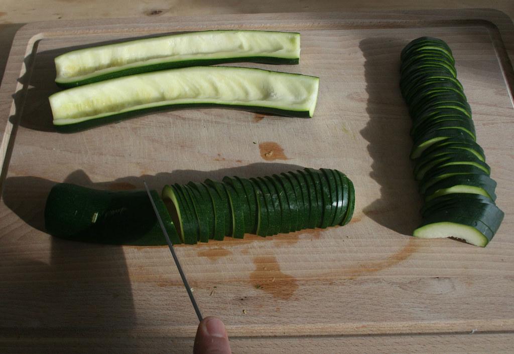 13 zucchini entkernen und in scheiben schneiden remove. Black Bedroom Furniture Sets. Home Design Ideas