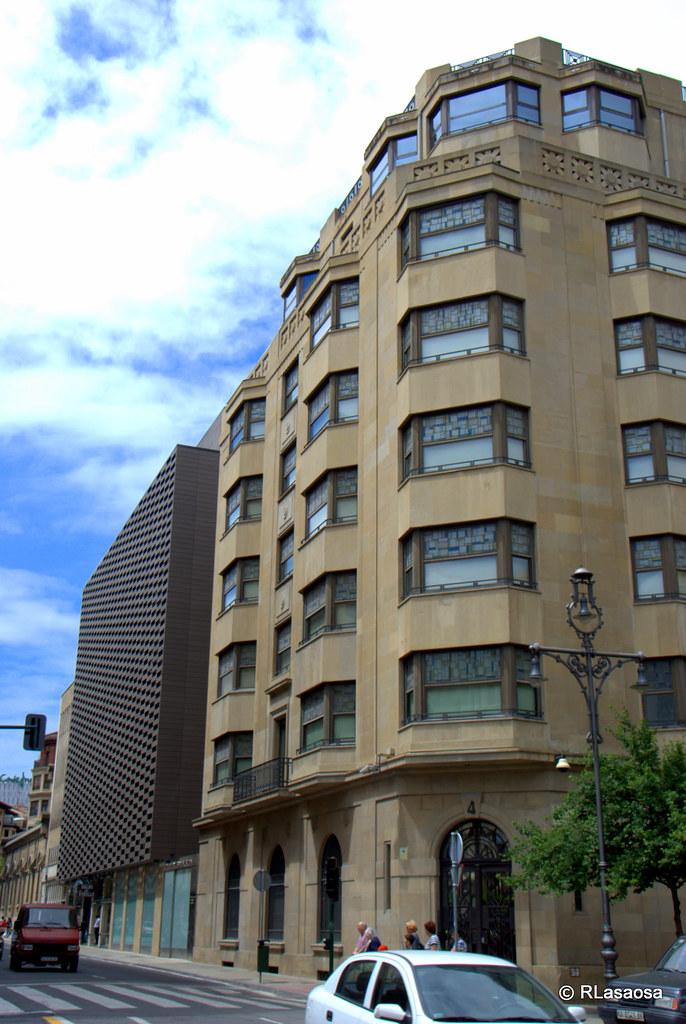 Calle cortes de navarra pamplona edificios de oficinas for Oficinas bankia pamplona