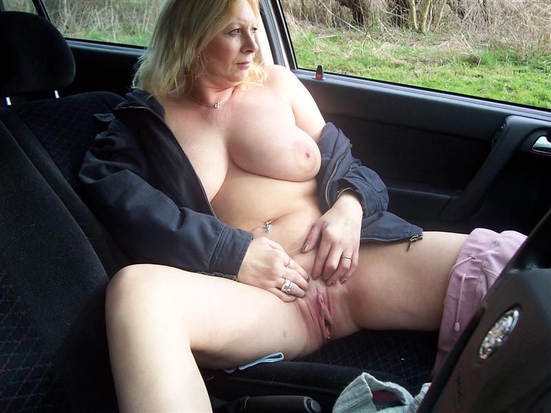 2 french dogging in a car parking 10