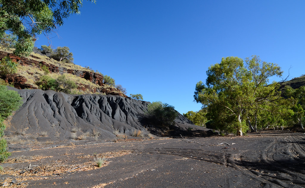 Blue Asbestos Tailings, Wittenoom Gorge | A river of death ...