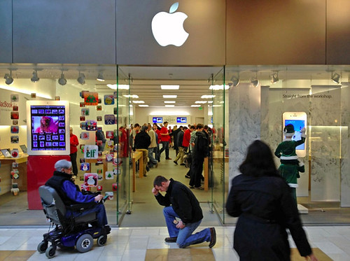 Tebowing at the Apple Store | by Photo Giddy