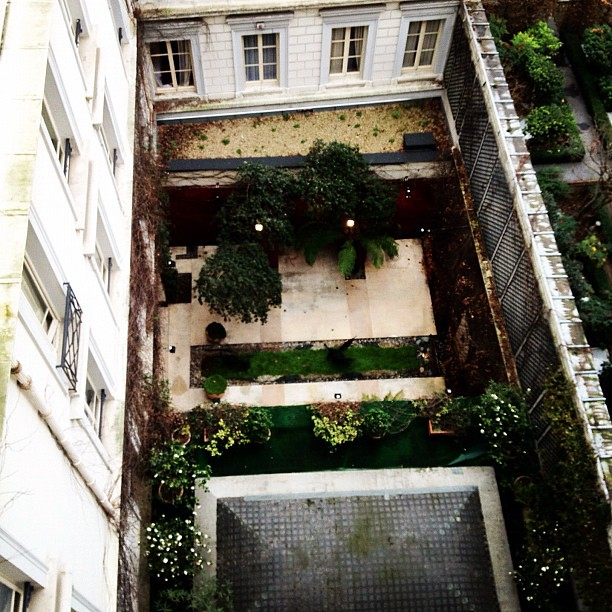 The zen garden from my balcony paris12 jane quigley for Balcony zen garden