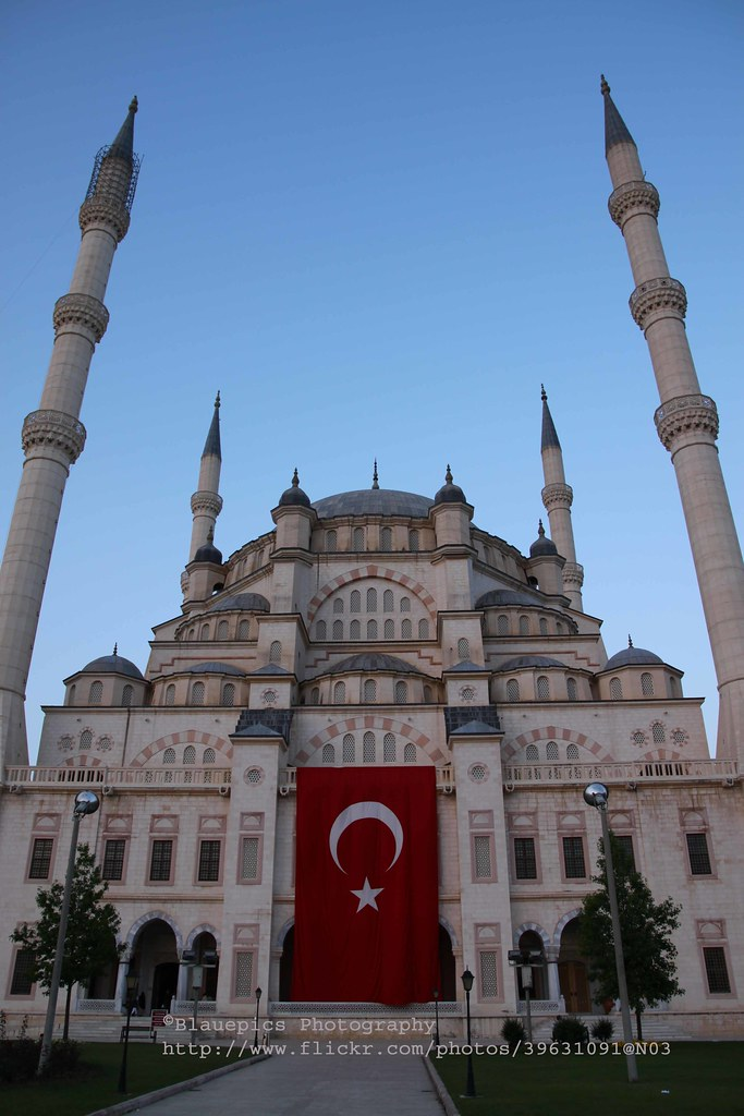 Adana, Sabancı Merkez Camii, late evening light  Sabancı ...