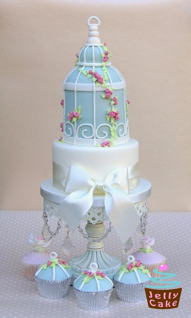 wedding cake with birds bird cage wedding cake a bird cage cake inspired by zoe 26824