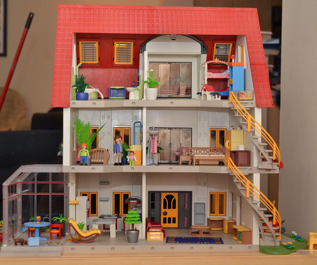 Isobel 39 s playmobil house jon flickr for Pitchers of houses