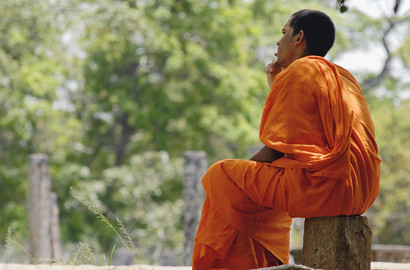 Asie Bouddha En Bois Dore Avec Decor Incruste