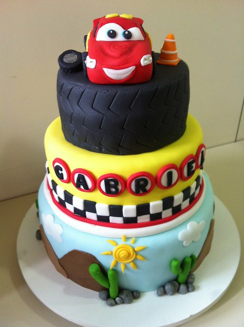 car themed cake bolo carros disney explore fernandes photos on 2446