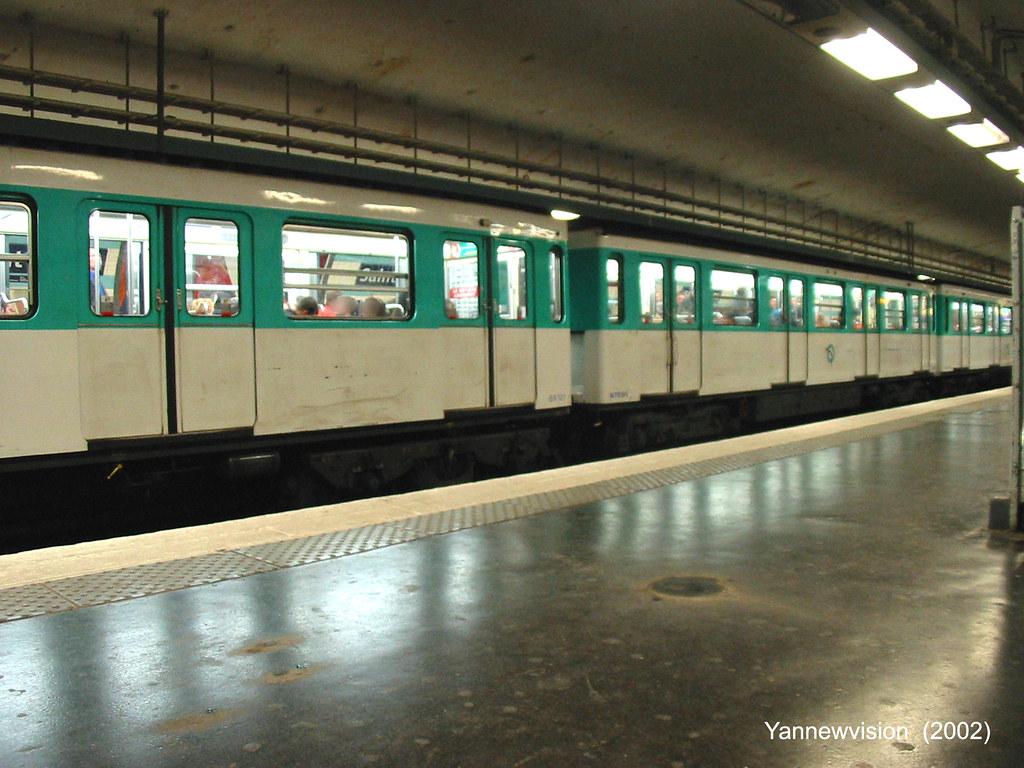 Métro MF67 à Saint-Lazare Ligne 12 (Paris - France) 2002 ...