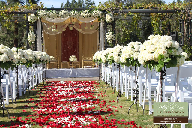 Round Small Aisle Flower Arrangements For Wedding Ceremony Flickr