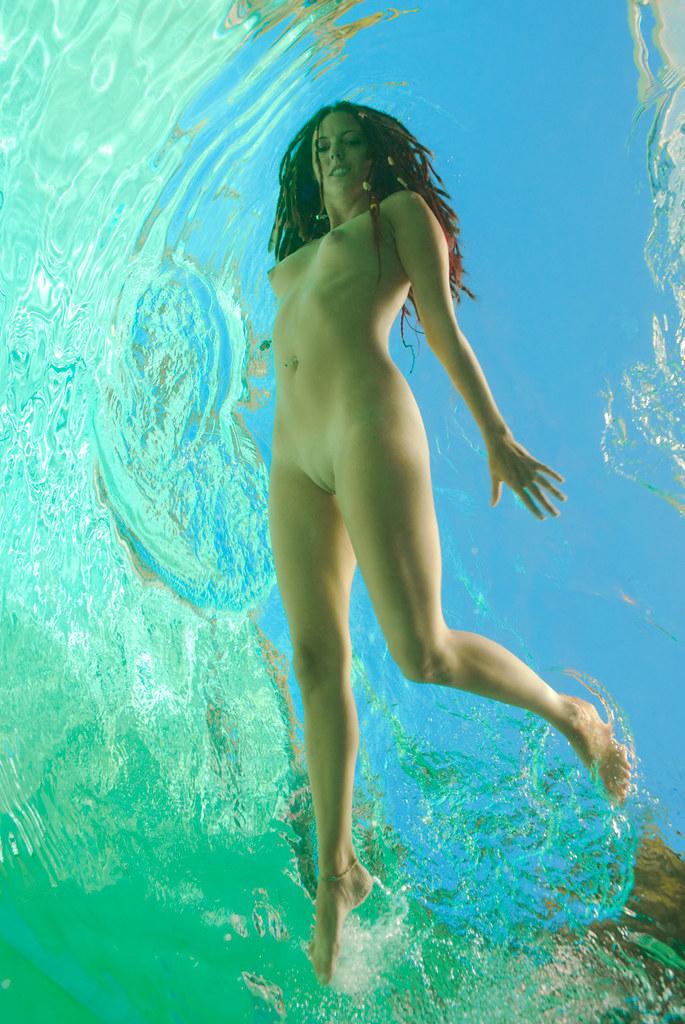 фото под водой голых девушек