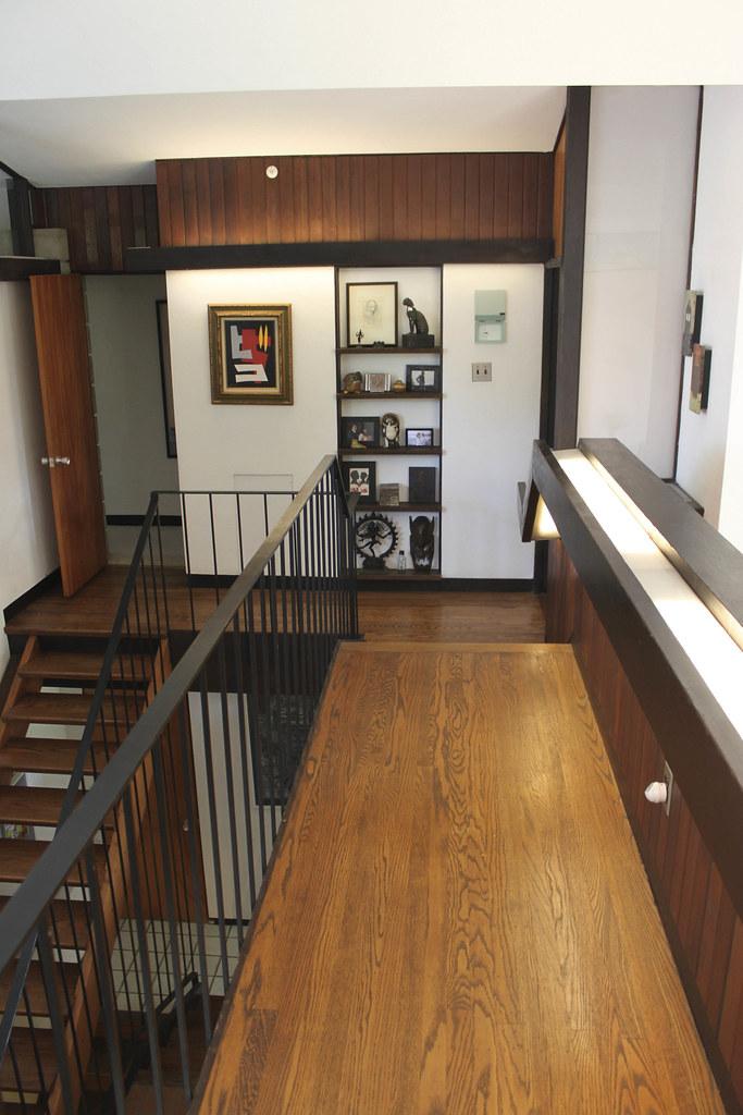 Second floor catwalk leading to master bedroom bobbie for Catwalk flooring