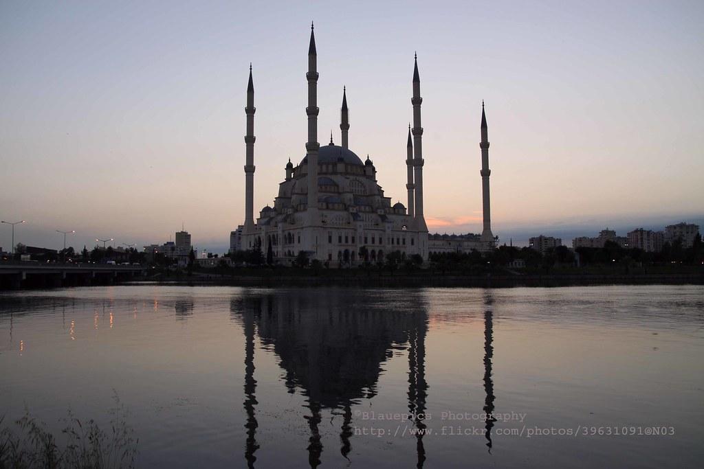 Adana, Sabancı Merkez Camii, at dusk  Sabancı Merkez ...
