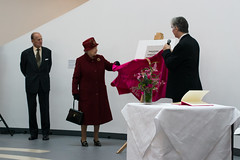 The Queen unveiling the plaque