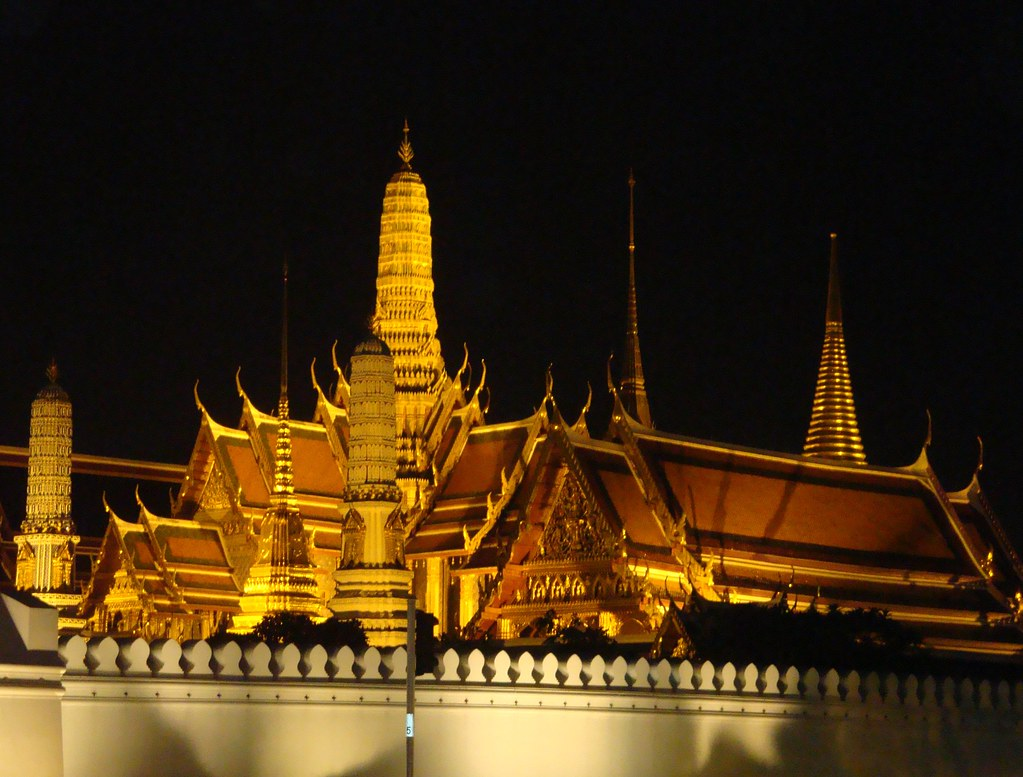 Night view of Wat Phra Kaeo | Grand Palace, Bangkok ...