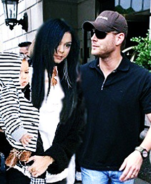 Jensen Ackles and Vanessa Hudgens with Baby | Salians | Flickr Vanessa Hudgens