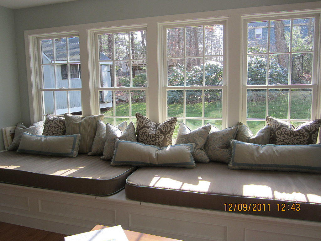 Bay Window Seat With Cushions And Misc Pillows Large