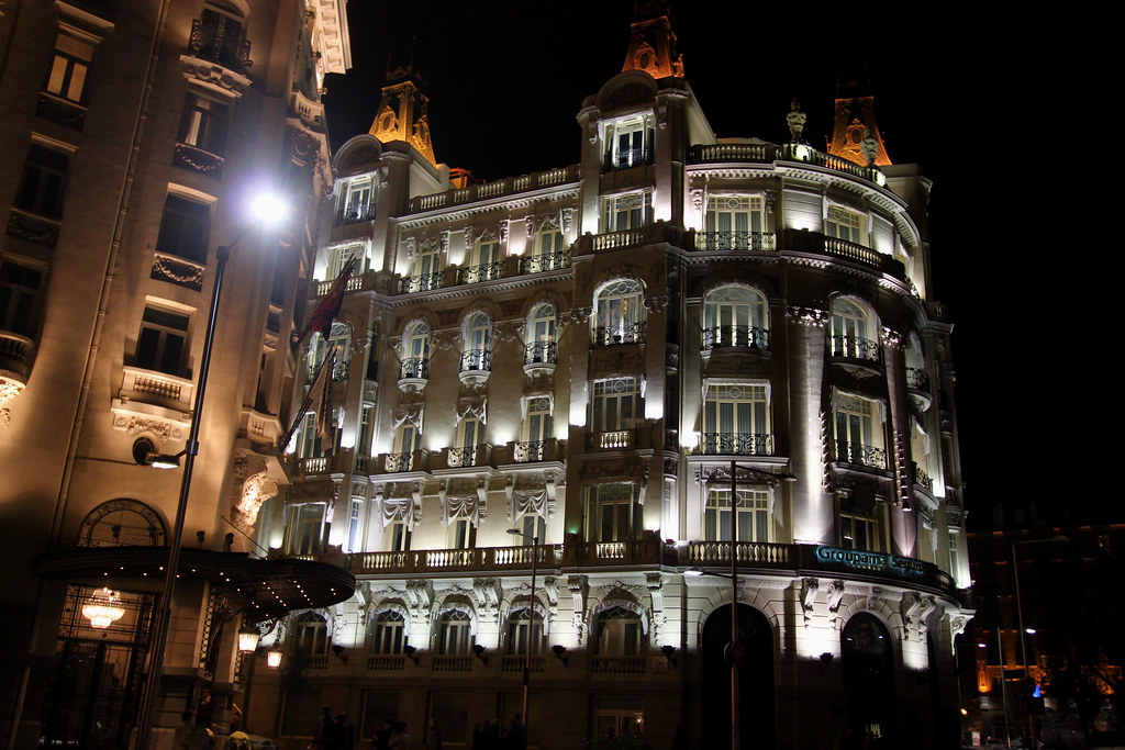 Hotel on the calle del prado madrid walking uphill from for Calle del prado 9 madrid espana