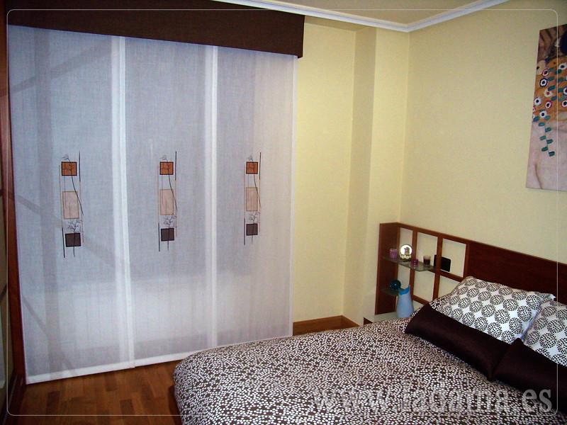 Decoraci n para dormitorios modernos cortinas en barra e for Telas para paneles japoneses