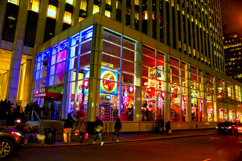 Fao schwarz toy store for nearly 150 years fao schwarz for Store fenetre new york