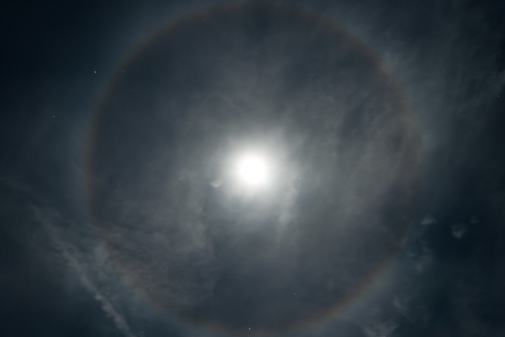 moon ring ring around the moon this is actually what it