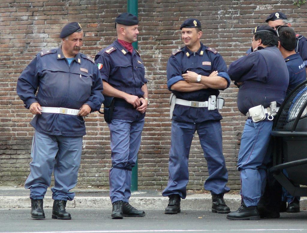 Italia police polizia italia copsadmirer flickr for Polizia di stato roma permesso di soggiorno