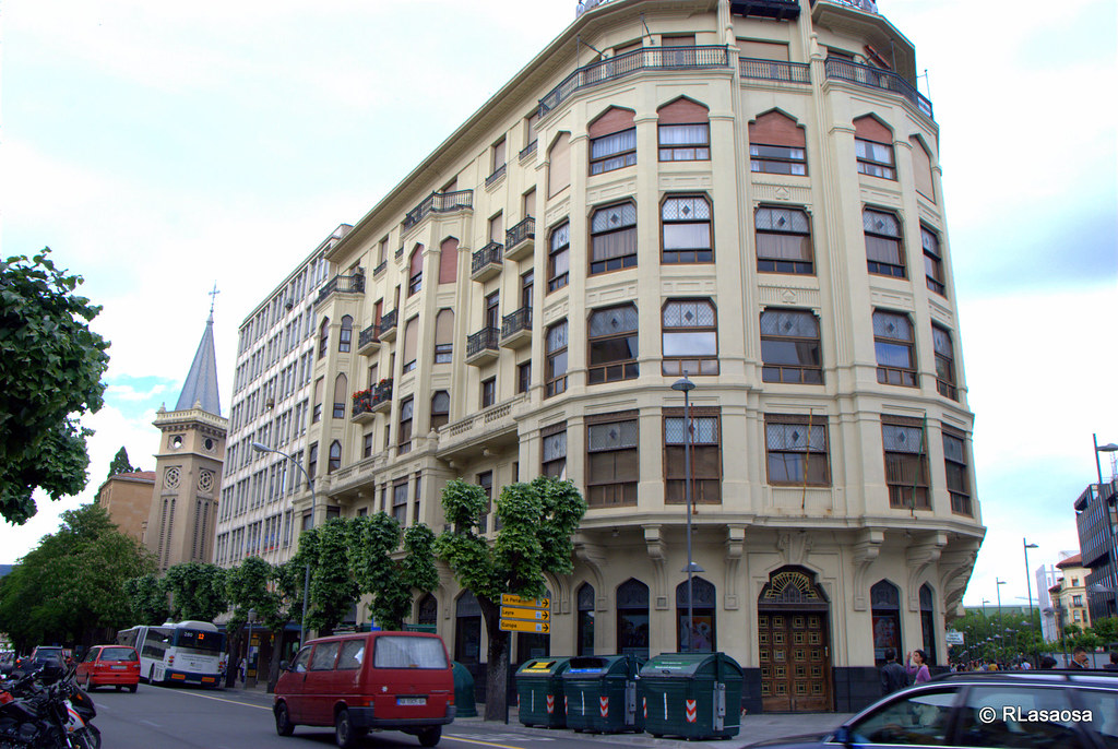 Avenida de san ignacio pamplona edificio de oficinas for Oficinas bankia pamplona