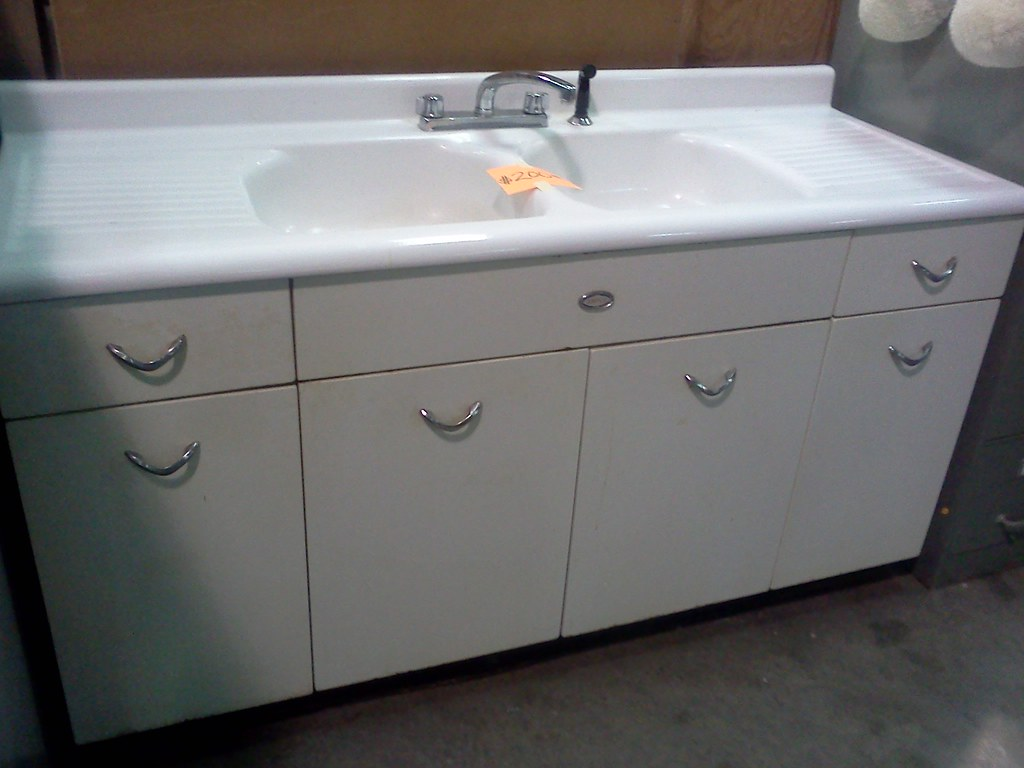 Fantastic vintage sink and cabinets vintage cast iron for Restoring old kitchen cabinets