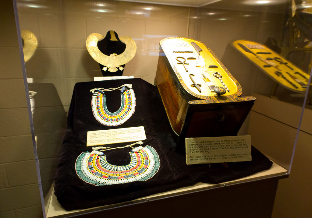 King tut jewelry las vegas natural history museum for Jewelry jobs las vegas