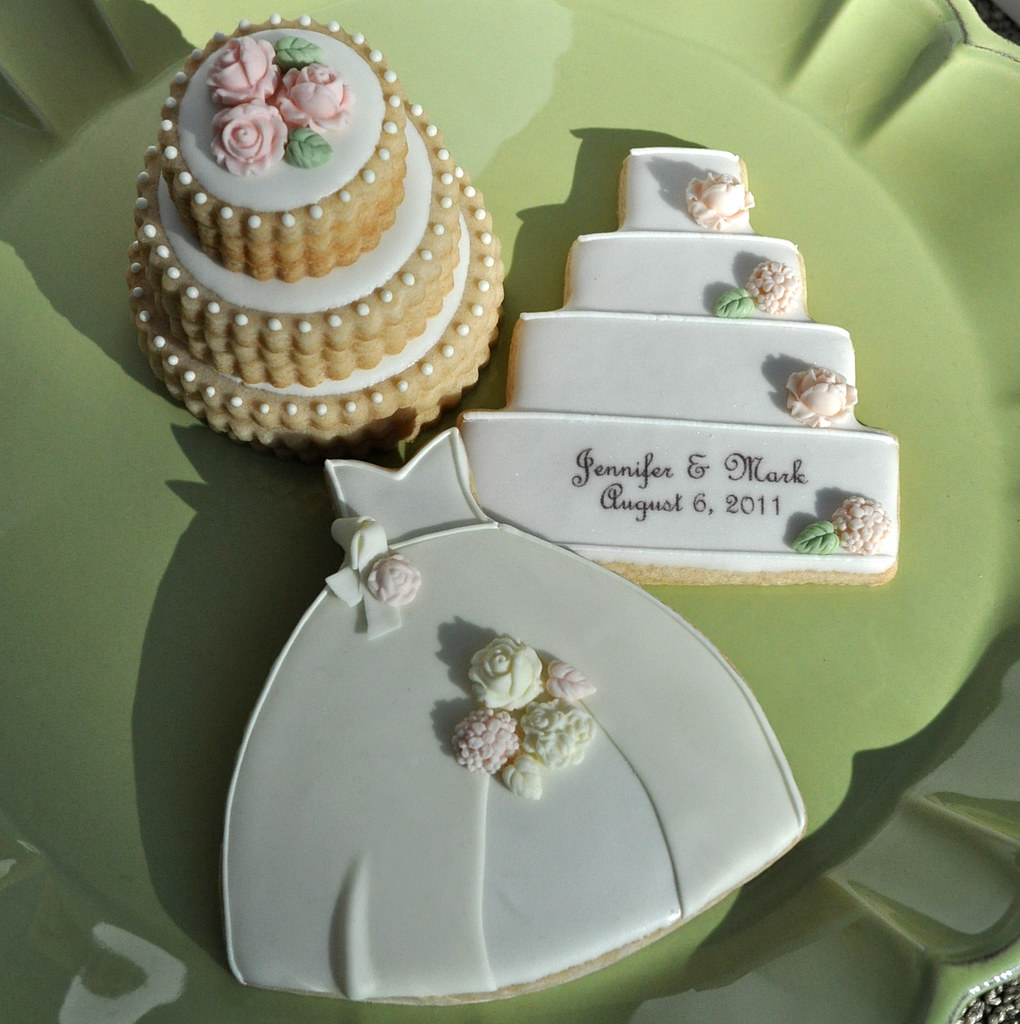 stacked wedding cake cookie favors wedding dress cookies wedding cake cookies stacked weddi 20462