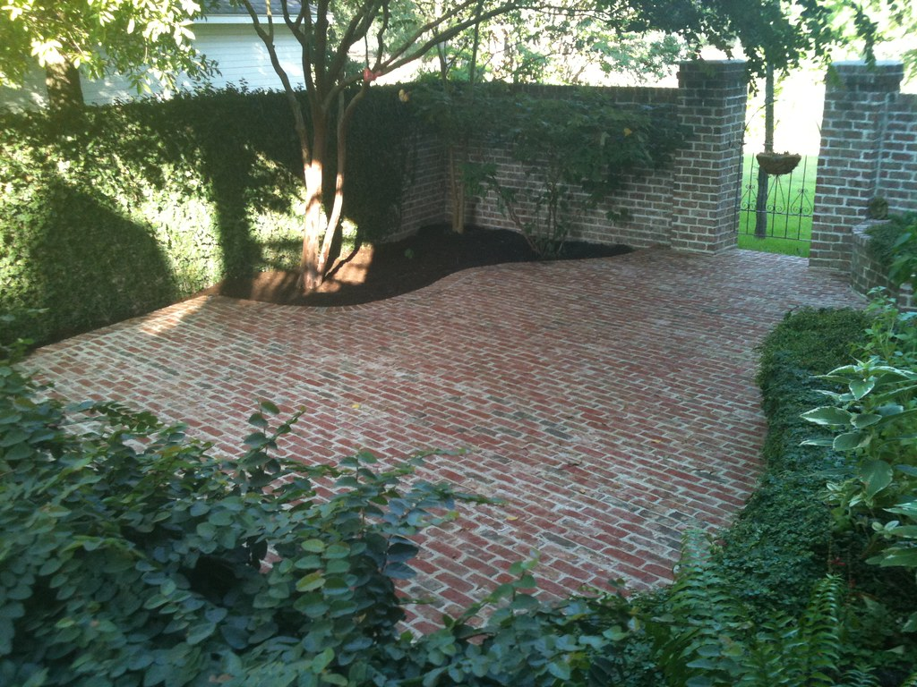 Curved Brick Patio With Concrete Base We Offer Over 15
