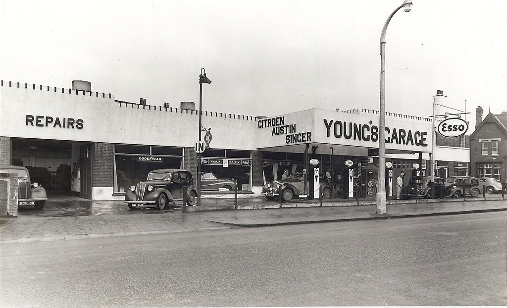 Young 39 s garage 53 55 st catherine 39 s lincoln early 1950 for Garage ad st coulomb