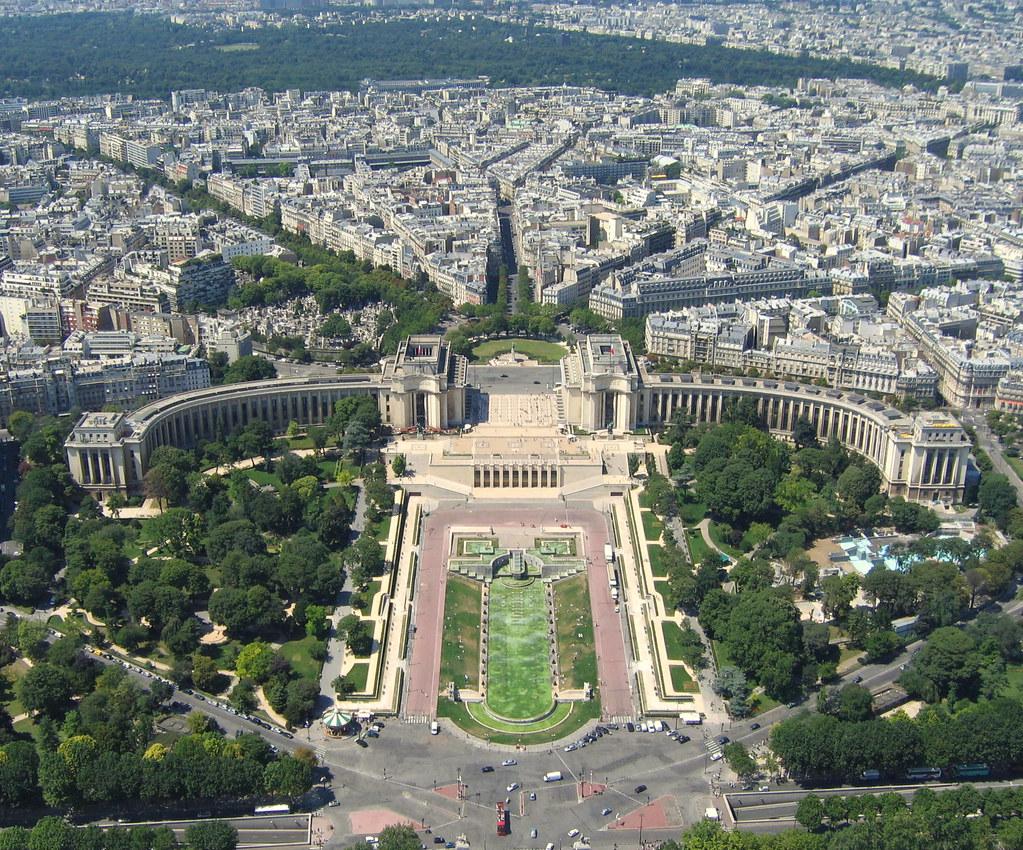 Paris vu de la tour eiffel paris view from the top of ei for Best view of eiffel tower from hotel room