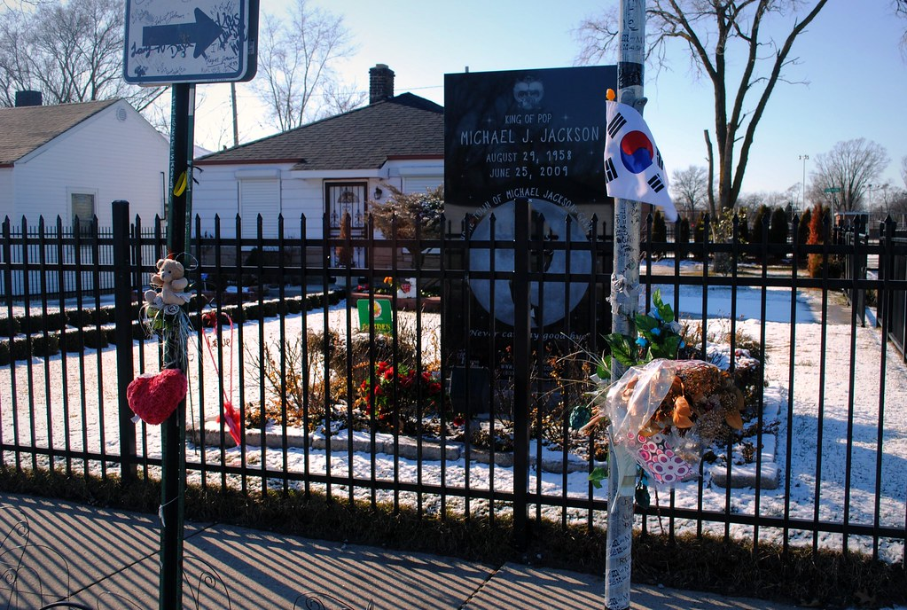 Michael jackson family home in gary indiana it all for Jackson 5 mural gary indiana