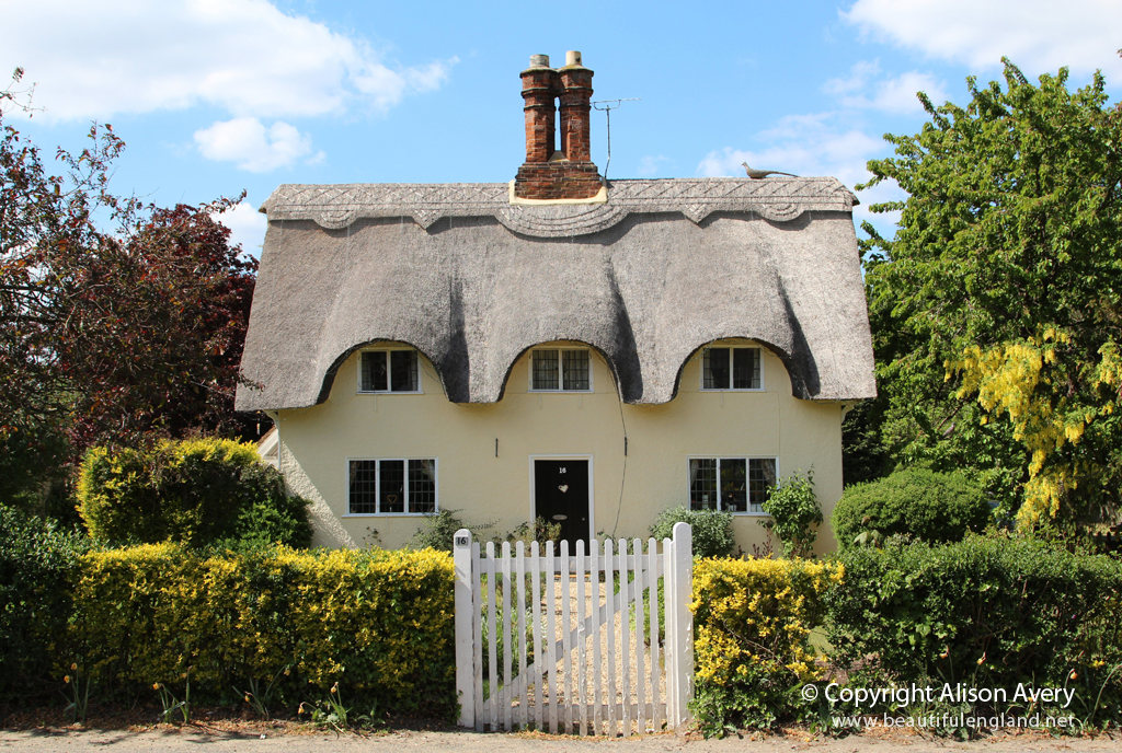 Thatched cottage old warden bedfordshire more for Definition of a cottage house