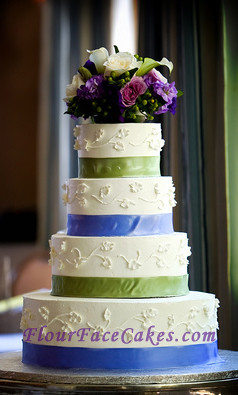 blue green wedding cakes green and blue ribbon wedding cake 4 tier beautiful 11989