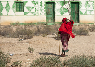 Old woman in red near Berbera - Somaliland | by Eric Lafforgue