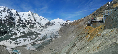 Classic view on the Pasterze Glacier and 3798m Großglockner | by B℮n