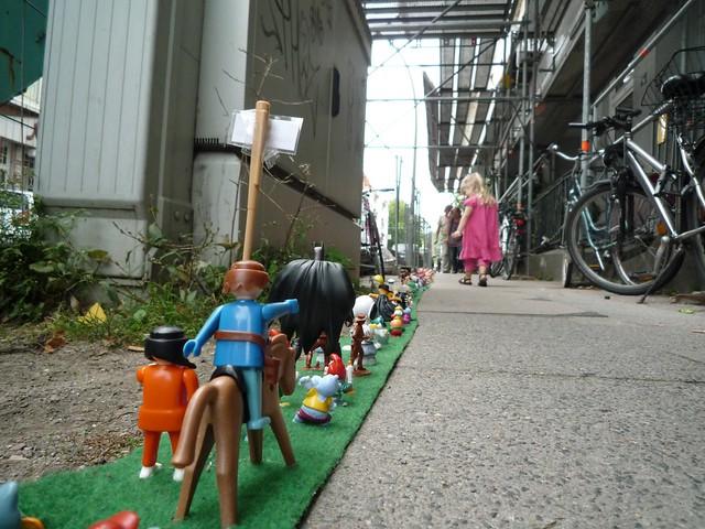 10 000 toys in a street playmobil rider and batman - Batman playmobil ...