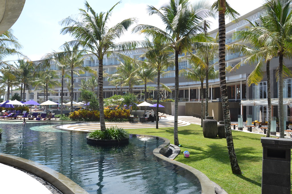 W hotel bali the pool at w hotel in seminyak bali for Bali accommodation recommendations