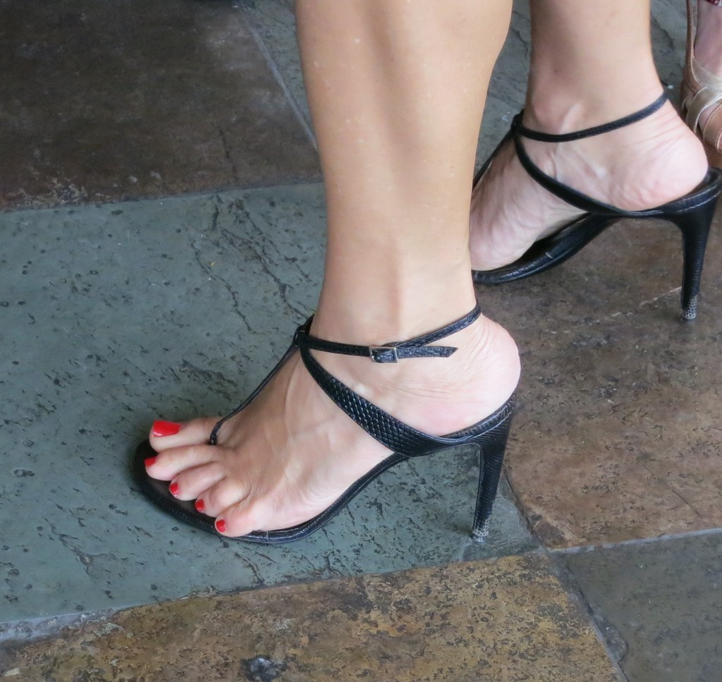 Womens Feet In Shoes