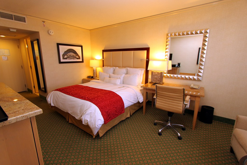 standard king bedroom jw marriott hotel new orleans lou