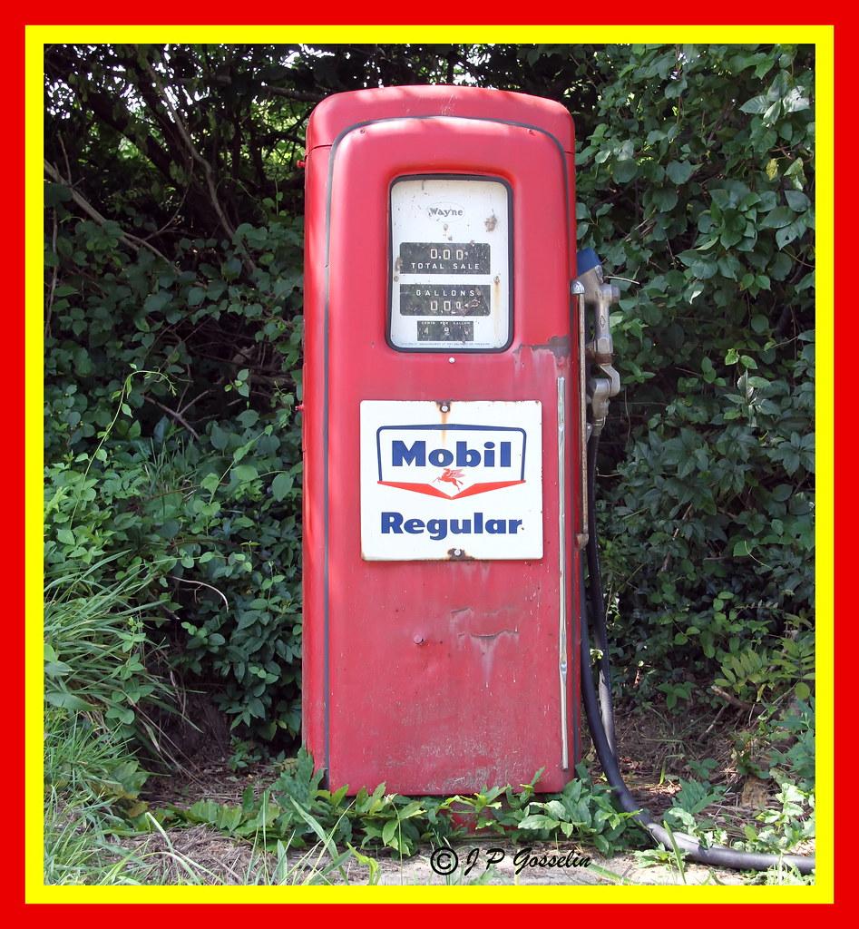 antique old retro mobil regular mobil gas pump c flickr. Black Bedroom Furniture Sets. Home Design Ideas